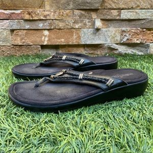 Minnetonka Silverthorne Leather Flip Flop Sandals